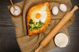 Πεϊνιρλί με τυριά και αυγό