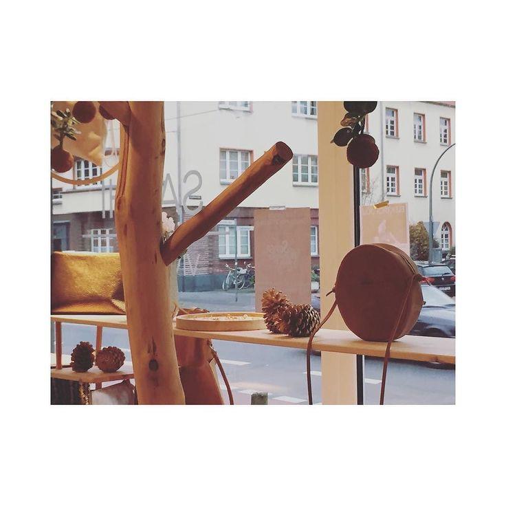 Die Regale im SAYHI Store sind leer geräumt - Vivilovely und ElektroPulli sind für euch auf dem Weg zur Stijl nach Freiburg. Am Montag gehts dann direkt auf dem Weihnachtsmarkt am Stadtgarten weiter! Kommt vorbei