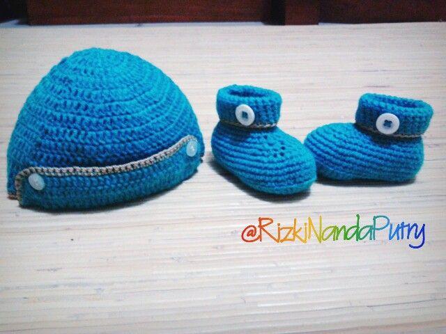Crochet hat n baby shoes