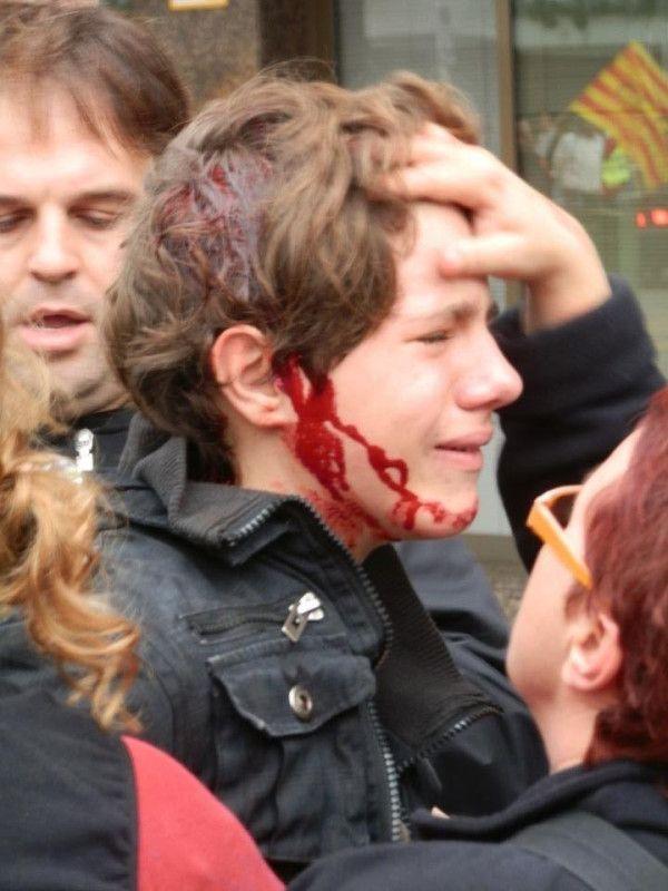 Policía abre la cabeza a niño  #Huelga #14N // Tarragona - Spain