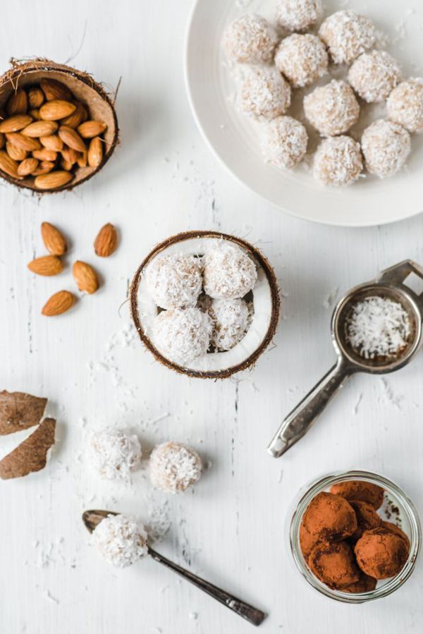 THE FOOD FILES: HOMEMADE DADE ALMOND TRUFFLES   THE STYLE FILES