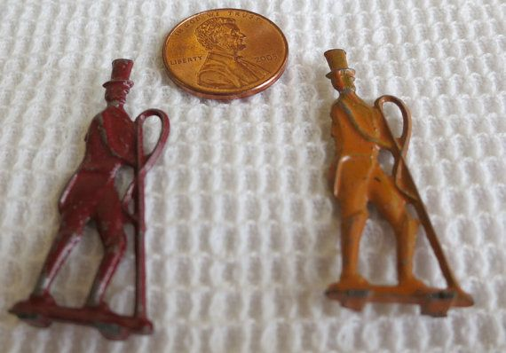 """painted lead vintage groomsman in tails, top hat and holding a lunging whip. 1.5"""" tall. Unusual.   CR13.2-3.62."""