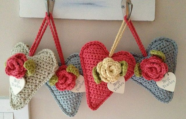 Rose Heart Hangers by tweetinat using the free heart pattern by BeaG and the May Rose pattern by Attic24. <3