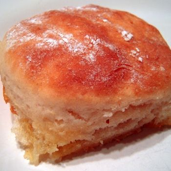 7 Up Biscuits - Only 4 ingredients: 2 cups Bisquick, 1/2 cup sour cream, 1/2 cup 7-up, 1/4 cup melted butter
