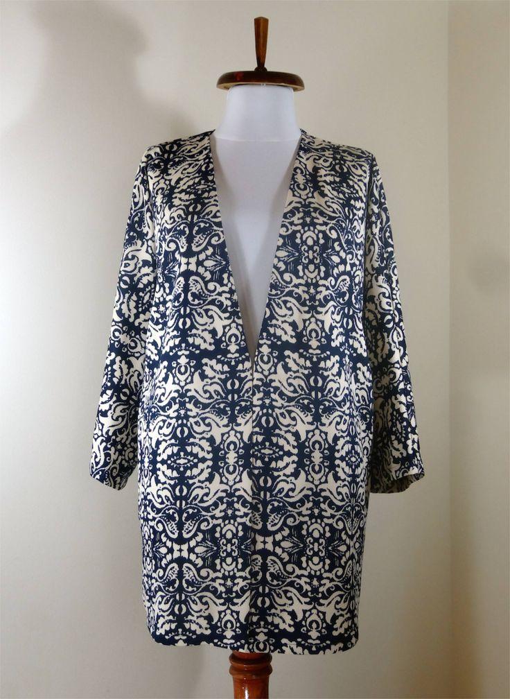 Decorative print kimono blazer in cream and dark blue.