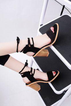 sandale elegante cu toc mediu; sandale elegante cu toc; Sandale cu toc gros; sandale comode;