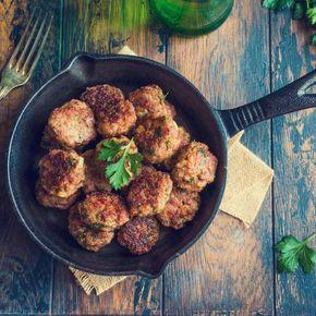 Frikadellen, Buletten, Klopse – wie auch immer man sie nennt: Die Fleischbällchen sind der Hit auf jeder Party, beim Picknick und auf dem Buffet. So gelingen sie euch.