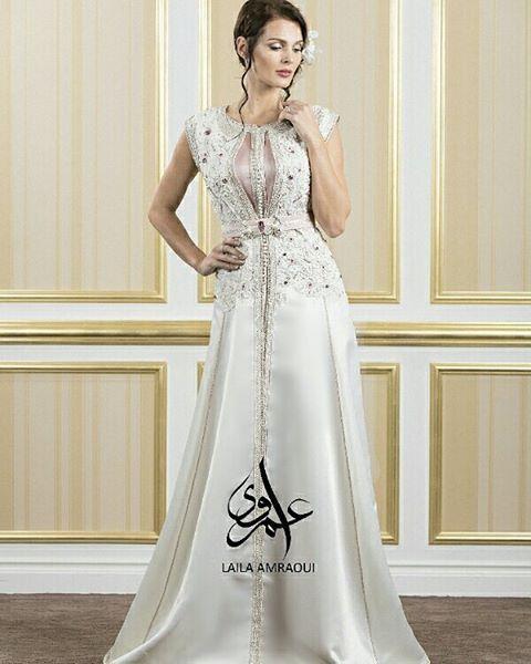 Another white-pink combination  #fashion#dress#elegant#chic#fashionista #fashionblogger#assala#amalbouchoucha #jamilaelbadaoui#asmalmnawar#nesreentafesh#lolaalfares#caftan#morocco#mymorocco#lallasalma#kaftan#luxury#luxurylifestyle#runway#fashionshow#dubai#qatar#kuwait#caftandumaroc#mydubai#myuae