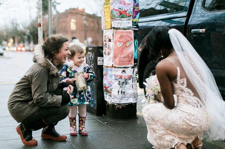 Una pequeña niña confunde a novia con su princesa favorita