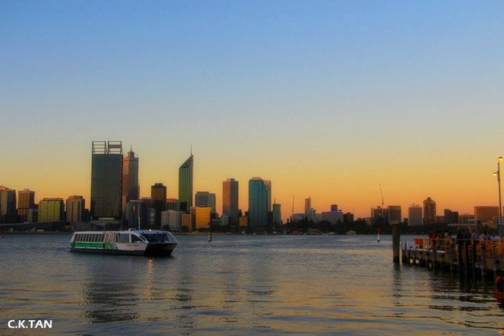 A Transperth ferry crossing the Swan River. http://photography.ktdesignsuccess.com/south-perth/