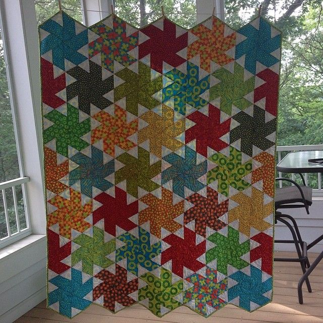 bubbleblowinbaboon:  I finally finished my Tiny Dancer quilt!! Yay for adding another great quilt into the collection! #quilting #quilt #tin...