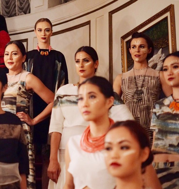 Models on standby minutes before the show. We were accompanied by live Balinese gamelan (a traditional Balinese musical instrument). During the show, we invite guests to look closer at the garments while the models mingle.   #imajigoestoNY #naturaldye #wabisabi #madeinindonesia