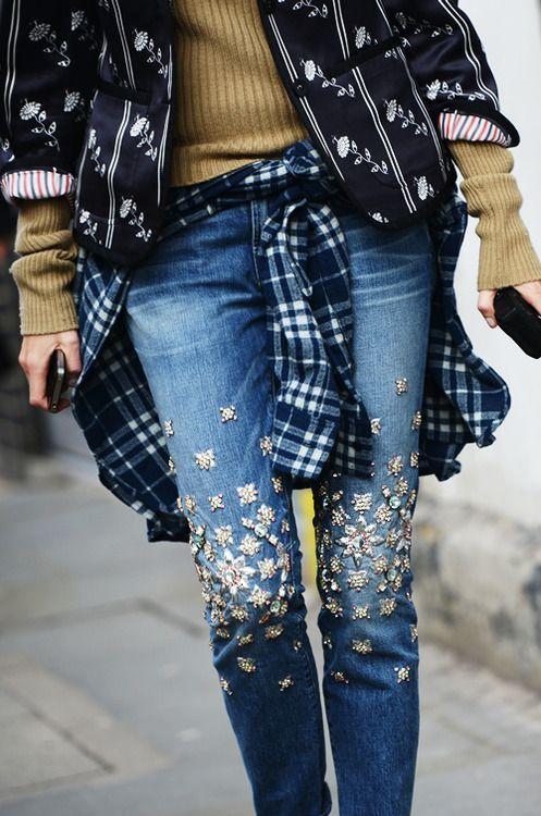 pequenas flores jeans bordados