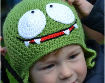 This handmade crochet hat is warm, comfortable. Om Nom is a hero of a popular game Cut The Rope. Amazing present for any Cut The Rope fan. 100% Brand New  Circumference approx. 50 cm  Age: 2-3 years old.  Hand wash for best results. Do not iron.  Only 1 available  Item made in a smoke free and pet free home.  NOTE Colors may vary slightly due to difference in monitors, lighting when pictures were taken and yarn dye lots.