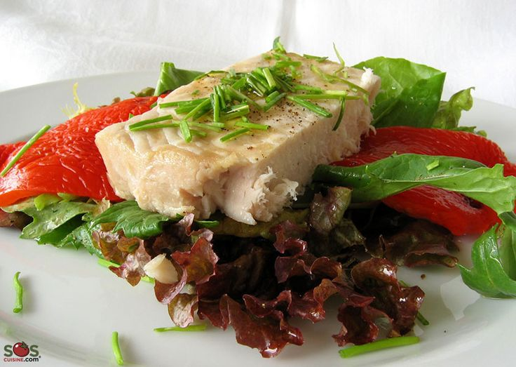 SOSCuisine: Seared #Tuna Steaks with #Greens Pan-seared or grilled tuna steaks on a bed of mix greens with grilled bell peppers. Tuna is not as high in fat as you might think : in fact it contains only 4-6 % fat, mainly omega-3 fats. Eating this type of fat is recommended for the prevention of cardiovascular disease.