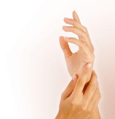 Az ujjpercek végén található rugalmas szarulemez a köröm, mely védi és megtámasztja ujjvégeinket, valamint segít a tapintásban is. Egész életünk folyamán növekszik, azonban ennek a növekedésnek az üteme változó. Átlagosan havonta
