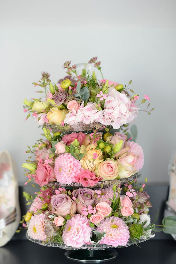 no cake ~ floral centerpiece alternative for a dessert table. Photo: http://julietmckeephotography.co.uk