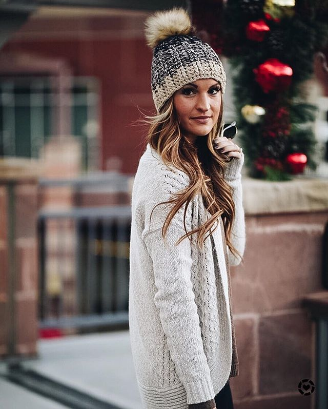Shop Lolë's Cozy Chic Gifts like the ALINE CARDIGAN & SPARKLE BEANIE #Beanies #Cardigans #HolidayGifts #LoleWomen