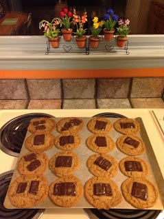 Vegan Country Kitchen: Flourless Peanut Butter Cookies. Would be yummy & health enhancing if use Cacao of the Now on top. peanut butter n' chocolate oh yeah