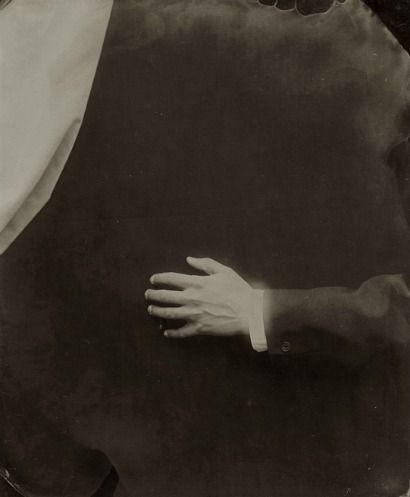 Ben Cauchi, Hand and curtain (2004)