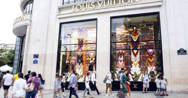 Luxury market pins hopes on millennials as industry posts first year of decline since 2009 http://a.msn.com/00/en-ca/BBBD5vs?ocid=st