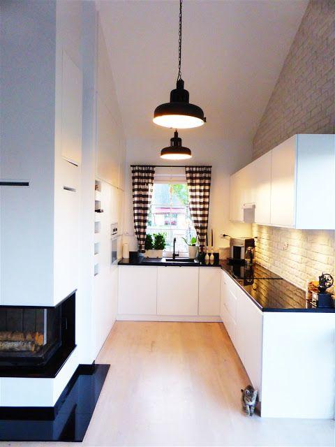 Dwie białe kuchnie