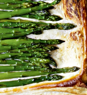 Asparagus Tart: Locally grown asparagus is one of the great treats of Spring. It's only in season for a couple of months, but when it comes, it comes thick and fast. Great on its own with melted butter, it adds a real touch of class to this simple but yummy tart. This recipe was created by Annie Bell and can be found in The Meat Free Monday Cookbook. #MeatlessMonday #Lunch