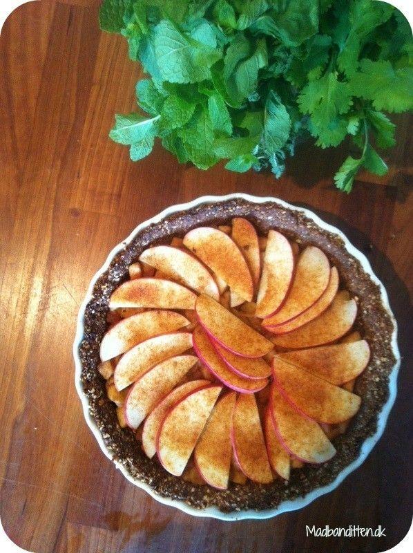 Glutenfri æbletærte på nøddebund
