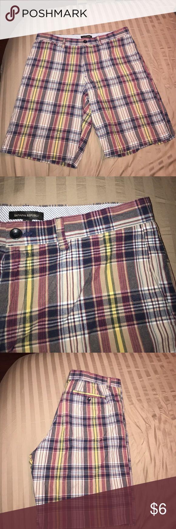 Men's plaid shorts EUC Banana Republic Shorts. Great burgundy plaid. Zipper fly and button closure. Fast shipping Banana Republic Shorts