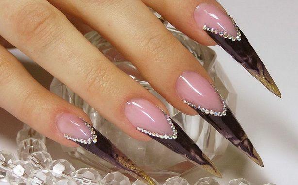 Каждая девушка мечтает о красивом маникюре на длинных и крепких ногтях. Если природа не одарила такими данными, то современная индустрия красоты готова легко это исправить. И одним из самых популярных способов стала процедура наращивания ногтей. http://estportal.com/narashhivanie-nogtej-mify-i-realnost/  #EstPortal #эстетическийПортал #ногтевойСервис #стилистика #наращиваниеНогтей #акрил #гель #педикюр #маникюр