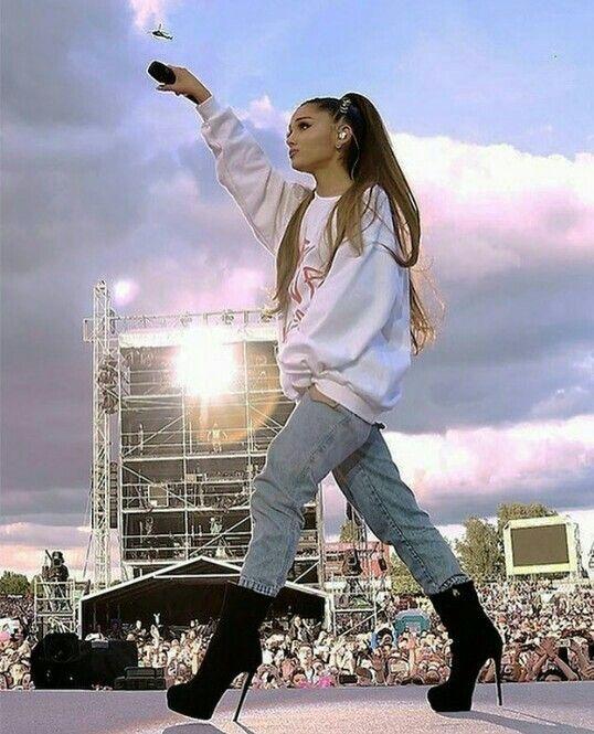 Ariana Grande Christmas Wallpaper: 539 Best Ariana Grande Images On Pinterest