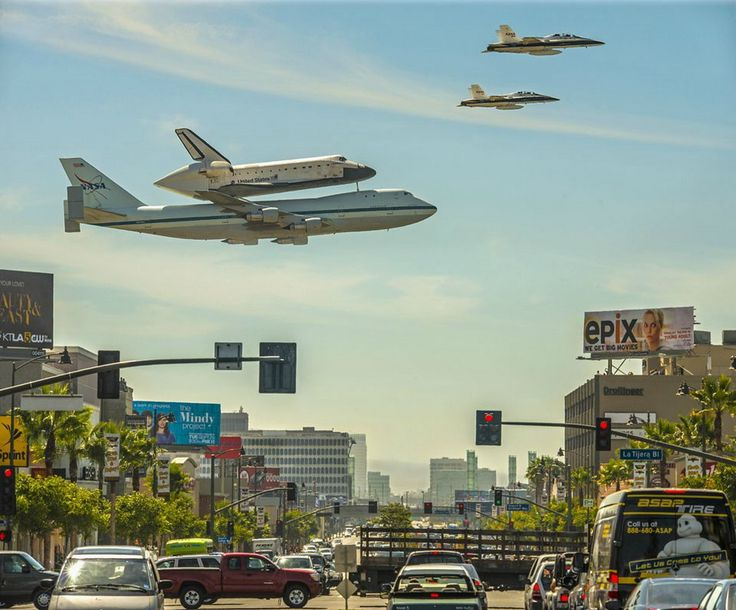 GREAT PICTURE OF NASA SHUTTLE ENDEAVOR ARRIVING IN ITS NEW RETIRMENT HOME IN LOS ANGELES - ATOP 747 WITH TWO MILITARY JET ESCORTS! AMAZING