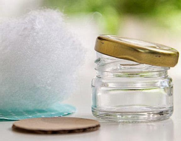 Manualidades paso a paso -Alfiletero de costura   Hoy amigos tendremos la oportunidad de hacer un bonito  alfiletero con frascos de vidrio ...