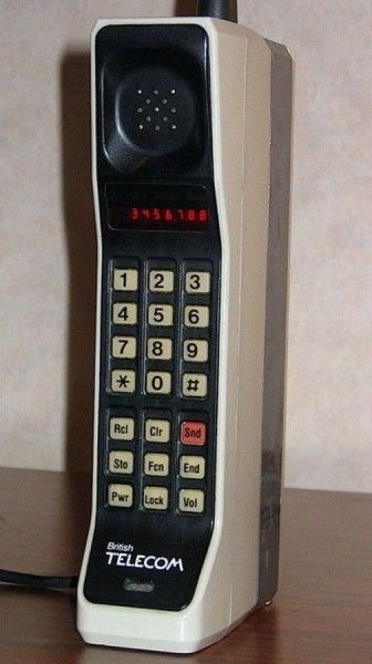 The handset «DynaTAC 800x» could offer 30 minutes of talk time or 8 hours switched off. It was released in 1983 and it cost 3995 dollars.