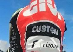 """MotoGp, Iannone:""""Deluso per caduta in Spagna"""" andrea iannone intervistato dopo il gp di spagna ha rivelato ai giornalisti di essere rimasto molto deluso dalla caduta effettuata. il pilota della suzuki era riuscito ad agguantare la terza posizion #iannone #motogp #vr46 #suzuki #rossi"""