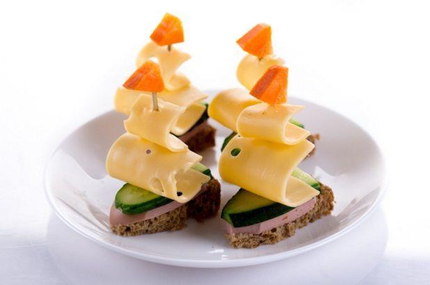 Канапе с сыром и оливками на шпажках - фото №17