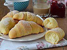 Krapfen al forno ripieni di confettura di albicocche senza patate e senza burro soffici e leggeri ideali a colazione oppure per una sana merenda