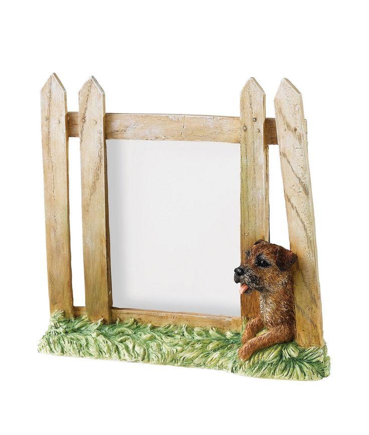 Leuke fotolijst in de vorm van een hekje met Border Terrier!