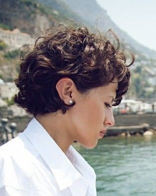 Great short hair style!