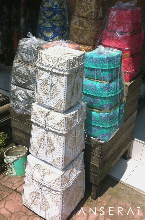 Stacks of offerings baskets in Bali // which colour is your pick…? // www.anserai.com