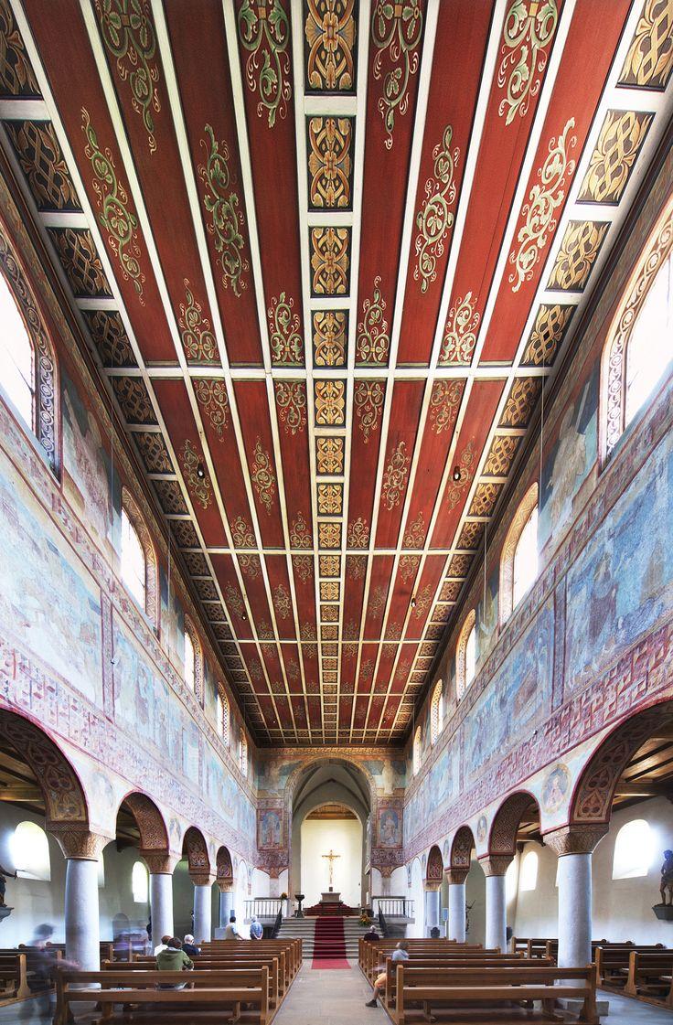 Basilika St. Georg auf der Insel Reichenau im Bodensee in  Oberzell. Reliquien sind schon eine makabre Sache. Nur eine der seltsamen Gepflogenheiten der katholischen Kirche. So ist in der Basilika ein Teil des Schädels des heilig gesprochenen Martyrers Georg zu finden.