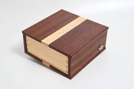 Guarda questo articolo nel mio negozio Etsy https://www.etsy.com/it/listing/266942039/scatola-porta-orologi-personalizzata