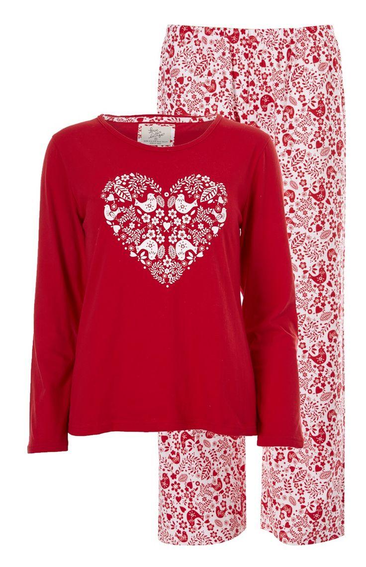 Pijama rojo estampado con corazón
