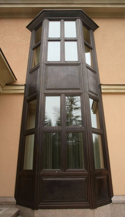 #Bowwindow 5 meters tall in wood cladded with Bronze