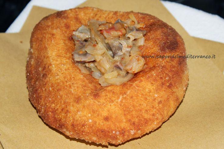 http://www.isaporidelmediterraneo.it/2014/04/pizza-fritta-napoletana-con-genovese-di-durelli-di-pollo-e-mozzarella-di-bufala-campana-dop.html