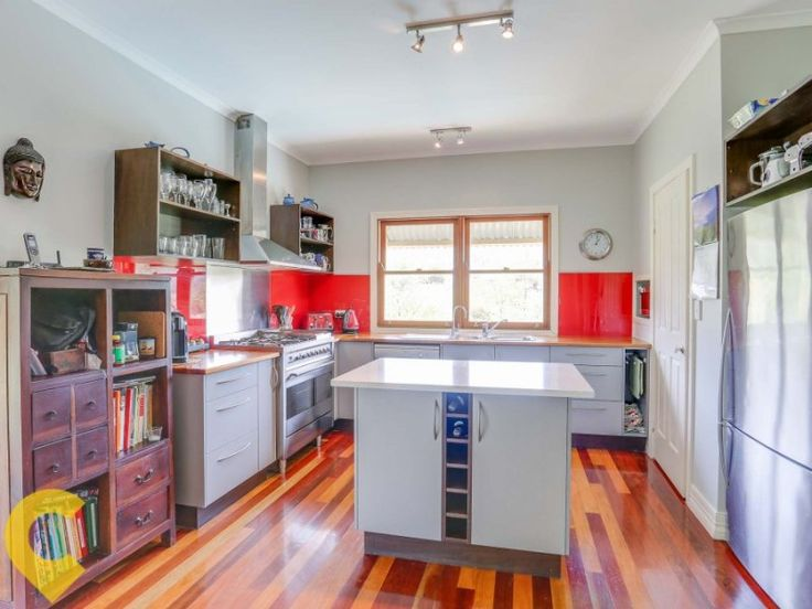 Mount Kilcoy Queenslander: Modern Kitchen