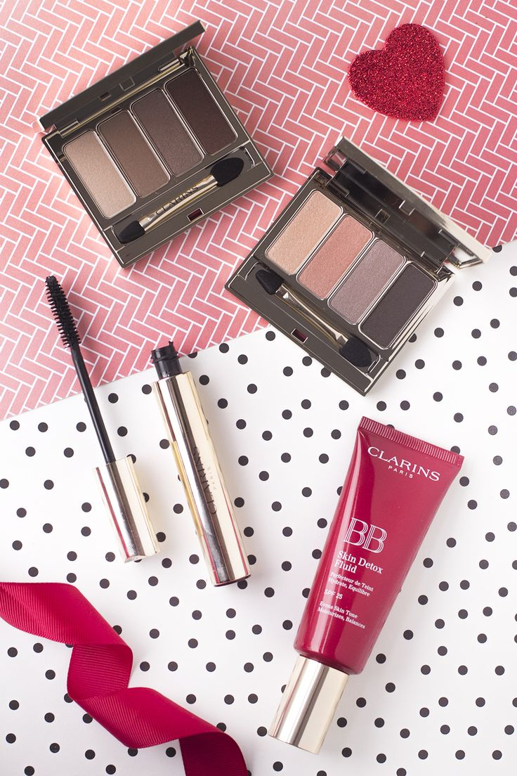 Review of the Clarins Autumn/Fall 2016 Makeup Collection featuring four eyeshadow quads, a new mascara and a bb cream. Review on The Makeup Directory www.themakeupdirectory.co.uk