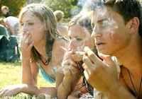 El tabaquismo es la adicción crónica que causa el consumo del tabaco, una dependencia química producida principalmente por la nicotina, uno de sus componentes más activos. Ve cómo prevenir el tabaquismo, considerando que es mucho más fácil evitar que un joven empiece a fumar que convencer a un adulto a dejar la adicción. Lee más: http://saludtotal.net/como-prevenir-el-tabaquismo/