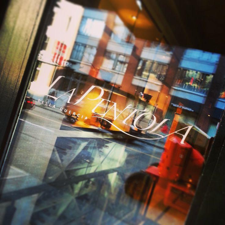La Pentola - restaurant door