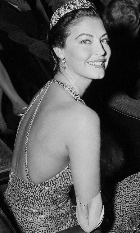 Ava Gardner: A Face Like No Other • gatabella:   Ava Gardner, The Barefoot Contessa...